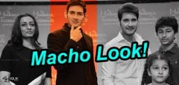 Mahesh-unveils-his-wax-statue-at-AMB-Cinemas