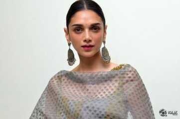Aditi Rao Hydari at Cheliyaa Movie Promotions