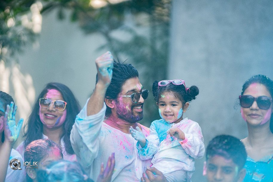 Allu-Arjun-Holi-Celebrations