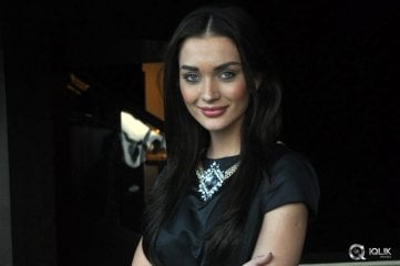 Amy-Jackson-at-I-Manoharudu-Movie-Press-Meet