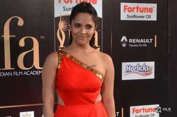 Anasuya-At-IIFA-Utsavam-Awards-2017
