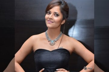 Anasuya-at-Winner-Movie-Pre-Release-Function