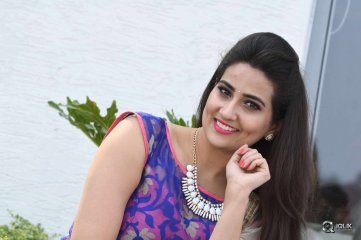 Anchor-Manjusha-Latest-Photo-Gallery