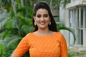 Anchor-Manjusha-New-Photos
