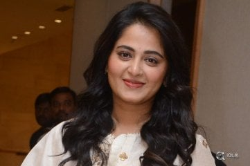 Anushka-Shetty-at-Bhagamati-Movie-Pre-Release-Event