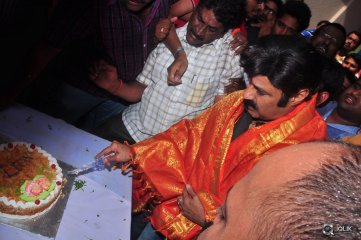 Balakrishna-at-Bramaramba-Theatre-To-Watch-Lion
