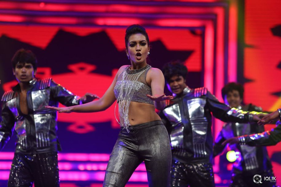 Catherine Tresa Dance Performance at Filmfare Awards 2016