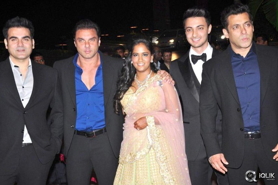 Celebrities-Attend-Salman-Khan-Sister-Arpita-Wedding-Reception