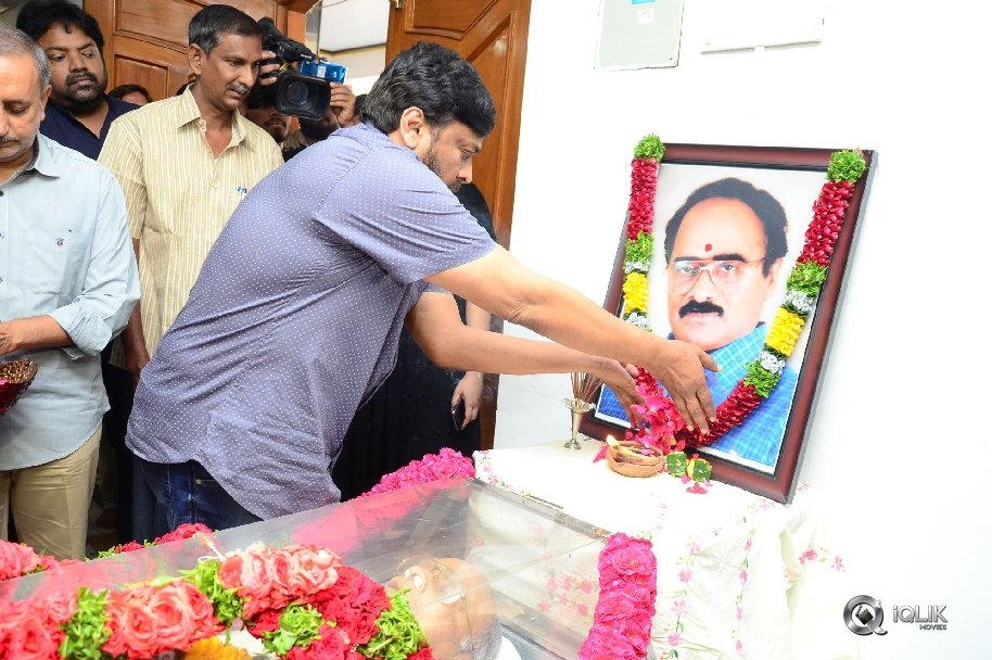 Celebrities-Pay-Homage-to-Vijaya-Bapineedu