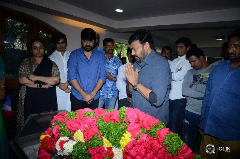 Chiranjeevi-Condolences-to-Srikanth-And-Family