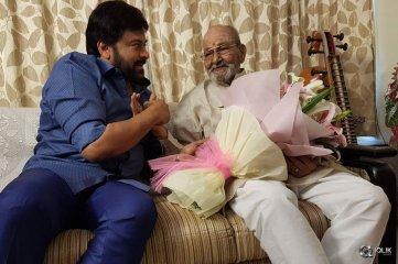 Chiranjeevi-Congratulates-K-Vishwanath-On-Receiving-Dadasaheb-Phalke-Award
