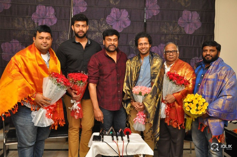 Chiranjeevi-Felicitates-Tholi-Prema-Movie-Team-at-His-Home