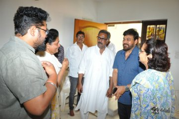 Chiranjeevi Pays Tribute To Actor Benerjee Father