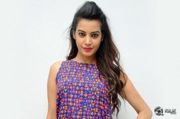 Diksha-Panth-at-Kavvintha-Movie-Trailer-Launch