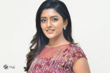 Eesha-Rebba-at-Aravinda-Sametha-Success-Meet