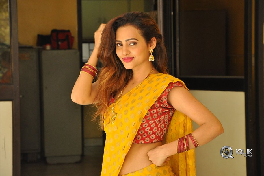 Geeta-Shah-New-Hot-Stills