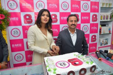 Hebah-Patel-at-B-New-Mobile-Store-Launch