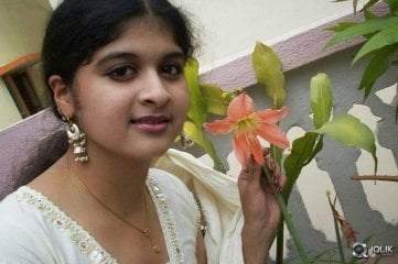 Ice-Cream-2-Girl-Naveena-Old-Photos