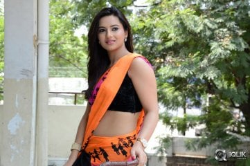 Isha-Chawla-at-Jump-Jilani-Press-Meet