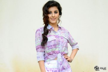 Isha-Talwar-at-Maine-Pyar-Kiya-Free-Auto-Rally