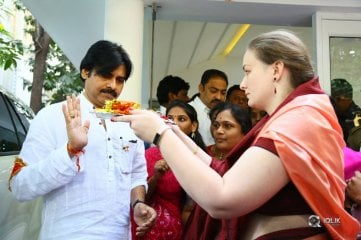 JanaSena-Party-Chief-Pawan-Kalyan-started-to-Kondagattu-Anjaneya-Swamy-Temple-from-Party-Office
