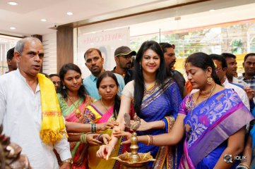 Kamna-Jethmalani-Launches-Nakashatra-Fashion-Store
