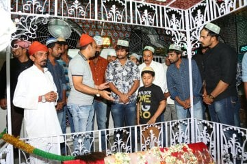 Krishna-Gadi-Veera-Prema-Gaadha-Movie-Team-Visits-Kadapa-Darga
