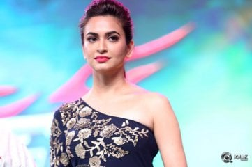 Kriti-Kharbanda-at-Bruce-Lee-Movie-Audio-Launch