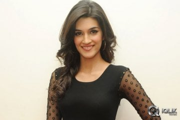 Kriti-Sanon-at-1-Nenokkadine-Audio-Release