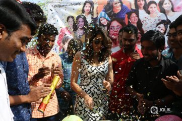 Lavanya-Tripathi-Birthday-Pictures-With-Fans