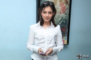 Madhu-Shalini-at-Rowdy-Movie-Premiere-Show