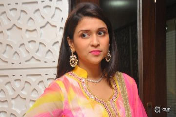 Mannara Chopra Interview About Rogue Movie