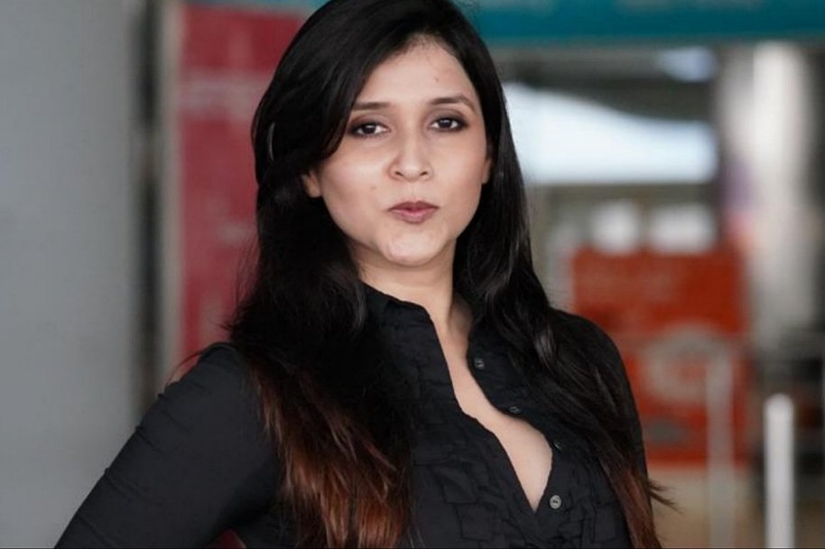 Mannara Chopra Spotted at Hyderabad Airport