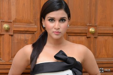 Mannara-Chopra-at-Jakkanna-Movie-Audio-Launch