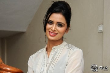 Meenakshi-Dixit-at-Adavi-Kaachina-Vennela-Trailer-Launch