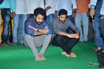 NTR-Family-Visit-NTR-Ghat-Photos