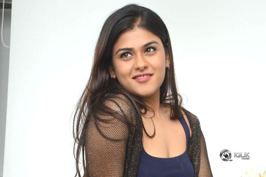 Naira-Shah-New-Photos