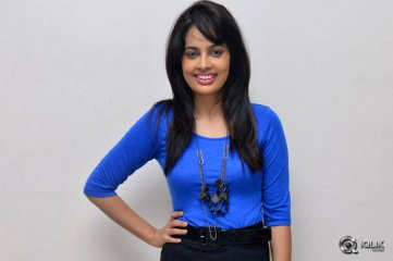 Nandita-Swetha-at-Ekkadiki-Pothavu-Chinnavada-Movie-Special-Show