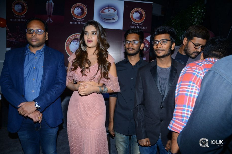 Nidhhi-Agerwal-Launches-Chocolate-room-Store-in-Hitex-City