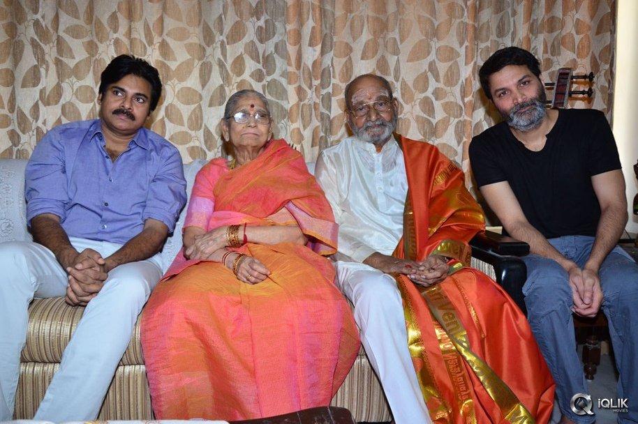 Pawan-Kalyan--and-Trivikram-Met-Viswanath-and-Congratulated-Him-For-DadaSaheb-Falke-Award