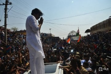 Pawan-Kalyan-In-Kondagattu-Photos