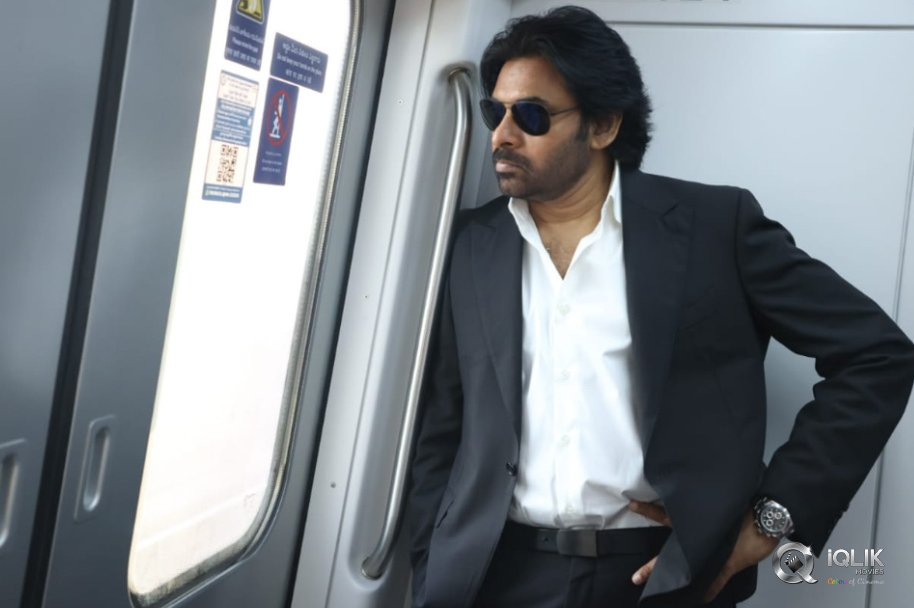 Pawan-Kalyan-Travelled-in-Hyderabad-Metro-Rail