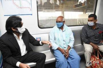 Pawan-Kalyan-Travelled-in-Hyderabad-Metro-Rail