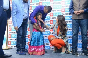 Pooja-Hegde-Launches-Samsung-S20-at-BigC-Mobiles