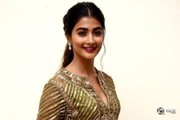 Pooja-Hegde-at-Aravinda-Sametha-Success-Meet