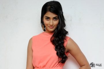 Pooja-Hegde-at-Oka-Laila-Kosam-Movie-Press-Meet