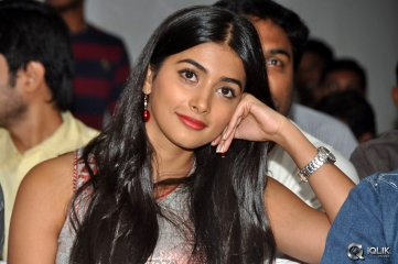 Pooja-Hegde-at-Oka-Laila-Kosam-Movie-Success-Meet