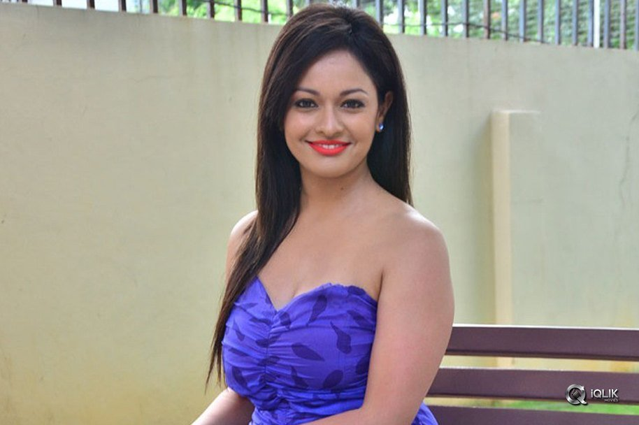 Pooja-Kumar-At-PSV-Garuda-Vega-Movie-Teaser-Launch