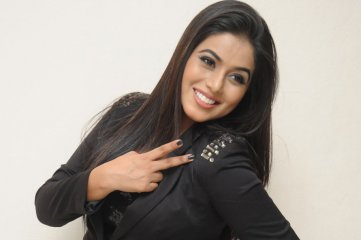 Poorna-at-Nuvvala-Nenila-Audio-Launch