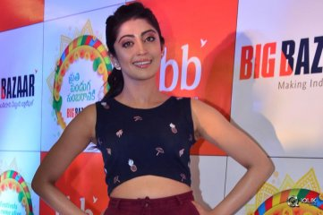 Pranitha-Subhash-At-Big-Bazaar-Dussehra-Collections